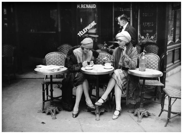 Terrasse de café. Paris, vers 1925.